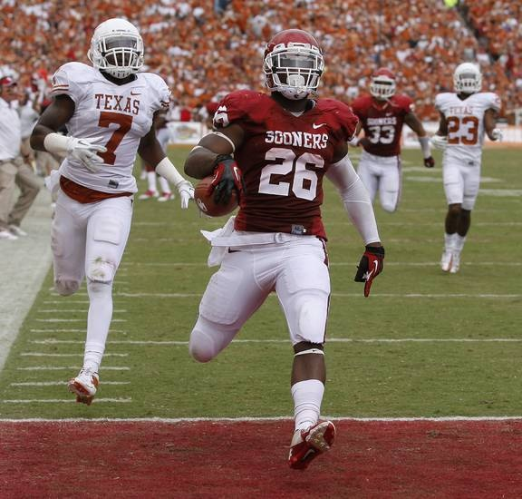 OU's Damien Williams (26) scores a touchdown beside UT's Demarco Cobbs (7) during the Red River Rivalry college football game between the University of Oklahoma (OU) and the University of Texas (UT) at the Cotton Bowl in Dallas, Saturday, Oct. 13, 2012. Photo by Bryan Terry, The Oklahoman