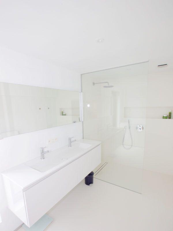 25 beste idee n over witte badkamers op pinterest familie badkamer witte tegels in de - Witte badkamer ...