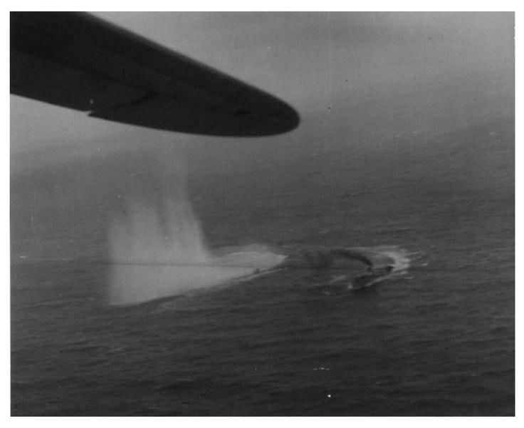 HMS Mignonette manévr při svržení hloubkové nálože na U135. U-135, typ VII-C. Potopena 15. července 1943, východně od ostrova Fuerteventura. Byla napadena hlubinnými pumami ze šalupy HMS Sloop, z korvety HMS Mignonette a HMS Balsam a US Navy hydroplánu Catalina Esc. VP92. 5 členů posádky zemřelo a 41 přežilo.