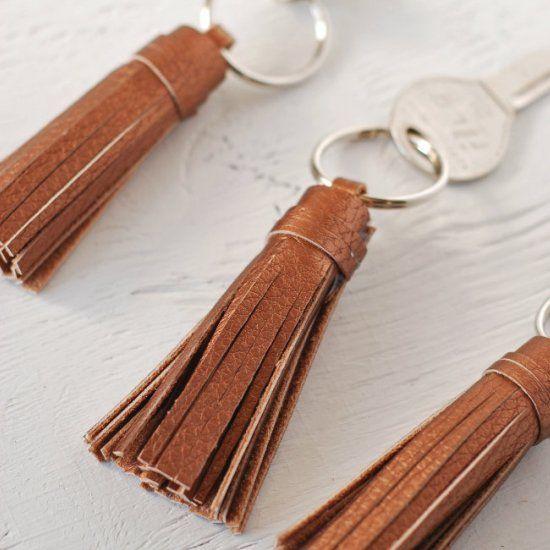 How to Make a Keychain Tassel (Craft Gawker)