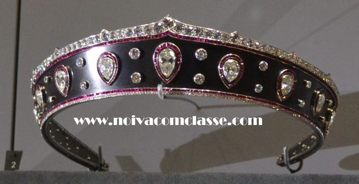 Noiva com Classe: Exposição Cartier Paris 2013-2014: Tiaras Tiara Cartier de 1914 em aço escurecido e com diamantes. Encomendada por uma amiga da Rainha Mary da Romênia.