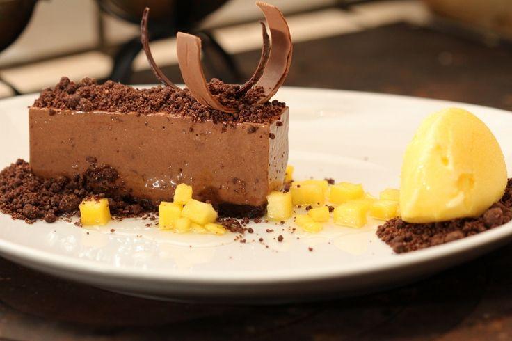 Två små kök: Chokladpavé med mangosorbet och chokladjord - Mannens bästa dessert. Hittills...