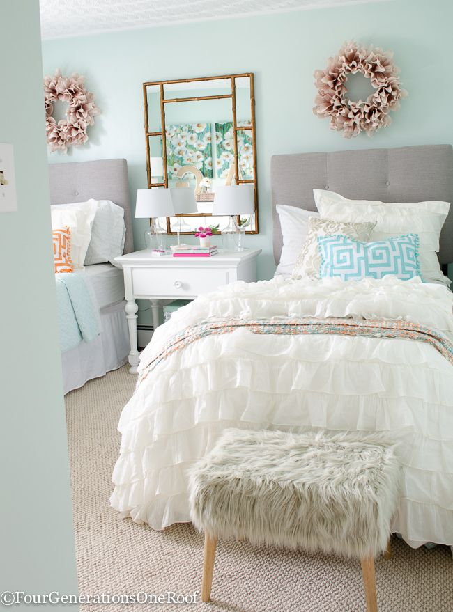 Sophisticated teenage girls bedroom makeover featuring throw pillows, bedding, foot stool and tons of home accents from HomeGoods {sponsored). Fabulous neutral color palette.