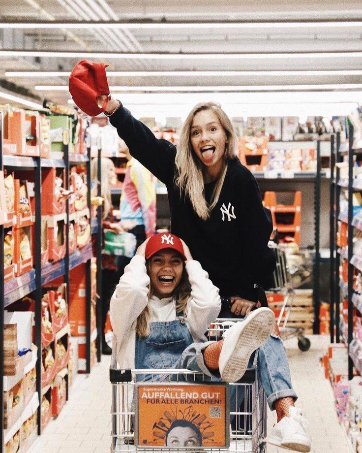 "847.7 mil Me gusta, 2,588 comentarios - Lisa and Lena   Germany® (@lisaandlena) en Instagram: ""Had fun in the supermarket...❤️"""