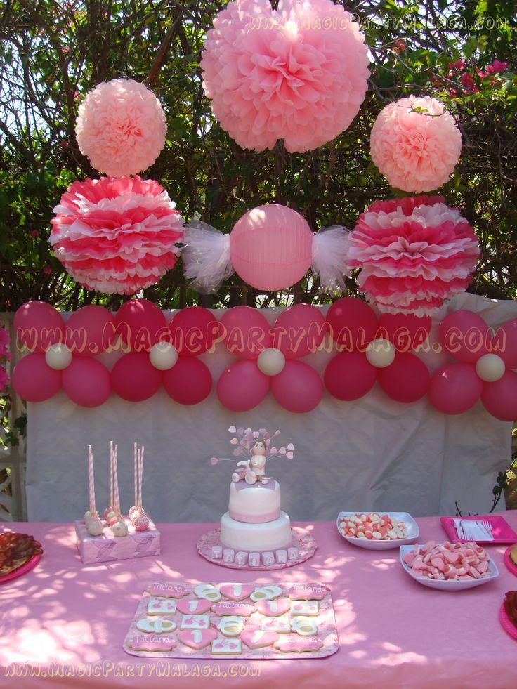 Cumplea os 1 a o fiesta al aire libre con mesa dulce con for Rosas de decoracion