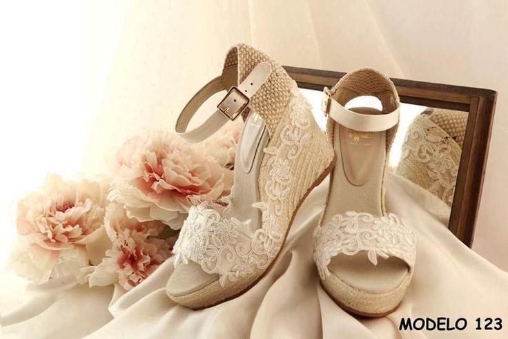 Modelo 123, especial para novias que necesitan comodidad. coleccion Carmenchu