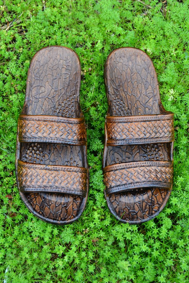 The original classic Pali Hawaii Jesus slide sandal also known as jandals with the turtle imprint is famous for it's comfort. Once you try this soft sandal on you will not want to take them off. The u
