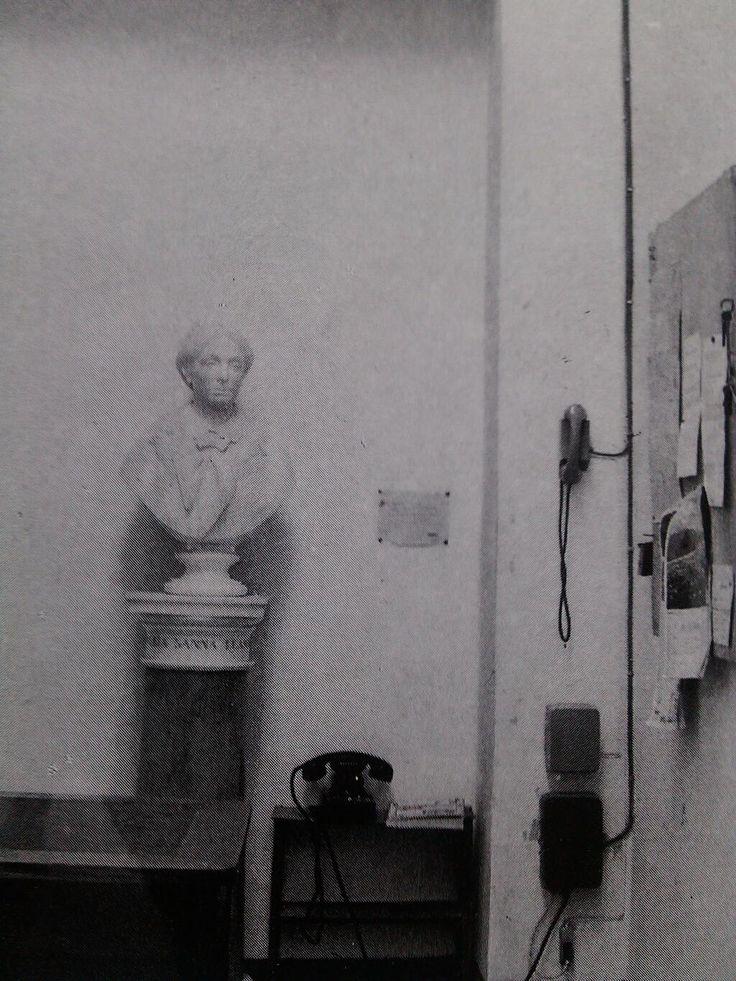 Povera Maria è dal 1933 che lo sopporta..@MuseoSannaSS @MuseoArcheoCa @MuseoArcheoPT @AlcaMaglie @RoryInLA