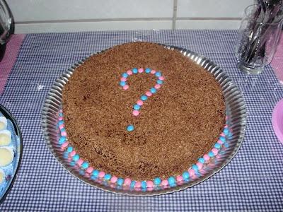 o bolo (de chocolate, decorado com confete azul e rosa) artes by Má: Sea Horse Cake, Chocolate Cake, Was Rosa-Choqa