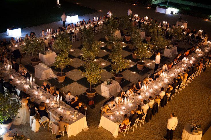 #www.italianfelicity.com wedding #longtables #weddinglights
