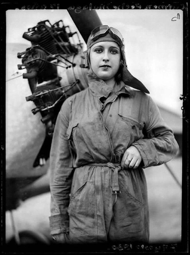 Spain - 1936. - GC - Carmen Peche - piloto del Ejército Republicano Español