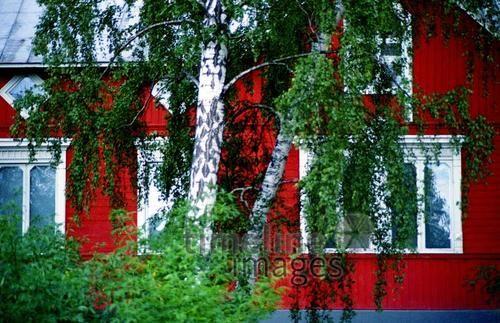 Sommerhaus auf Schwedens Schären, 1980 Juergen/Timeline Images #bunt #farbenfroh #rot #grün #Haus #Sommerhaus #Architektur #Schweden #80er #Baustil #nordisch #skandinavisch