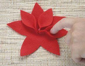 ¿Necesitas hacer una manualidad económica y fácil para Navidad?Aquí una idea para hacer hermosas flores de noche buena de fieltro.El fieltro es un material económico, ligero y fácil de manejar.Para trabajar con él sólo se necesita una buena tijera para cortar y un poco de creatividad. La flor de noche buena, poinsettia, flor de pascua …