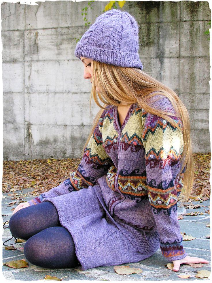 Mini gonna Samanta #mini #gonna in maglia lavorata a mano con #lana di #alpaca. Doppio uso, sia gonna che #coprispalle. Tinta unita.  #modaetnica #ethnicalfashion #alpacaswhool #lanadialpaca #peruvianfashion #peru #lamamita #moda #fashion #italianfashion #style #italianstyle #modaitaliana #lamamitafashion