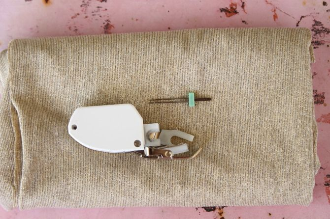 How to Sew Knit Fabrics: Sewing With Jersey 101 #sewing #knits