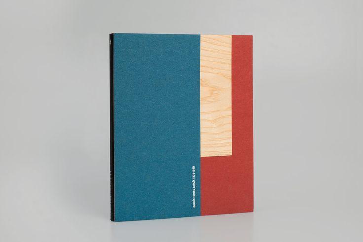 El diseño de este catálogo de arte parte del encargo del Museo de Bellas Artes de Murcia dentro de un ambicioso proyecto expositivo sobre Torres-García.