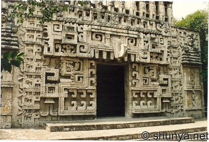 Aztec Architecture The Aztecs built some of the most beautiful found in South America. The Aztec people had a variety of architecturalstyles. They built everything from regularhomes to palaces...