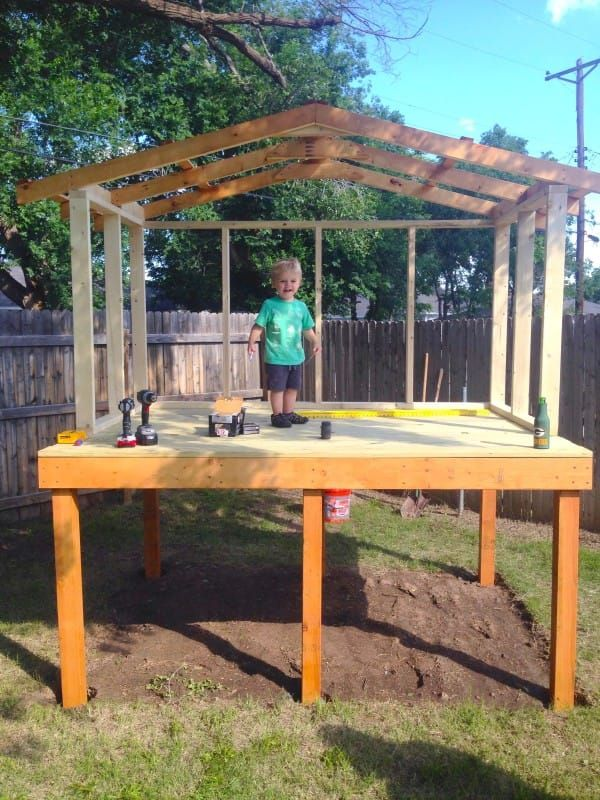 Dad Lays Out 4 Wooden Boards To Create An Incredible Fort