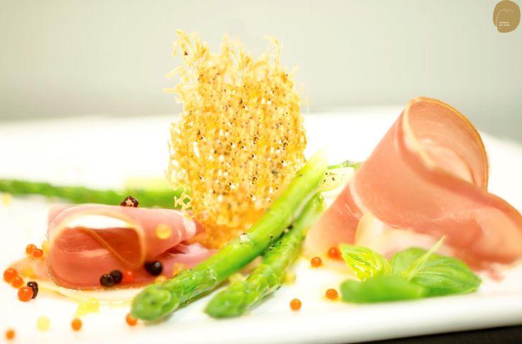 Prosciutto ham, asparagus, parmesan crisp and Garnishing Pearls
