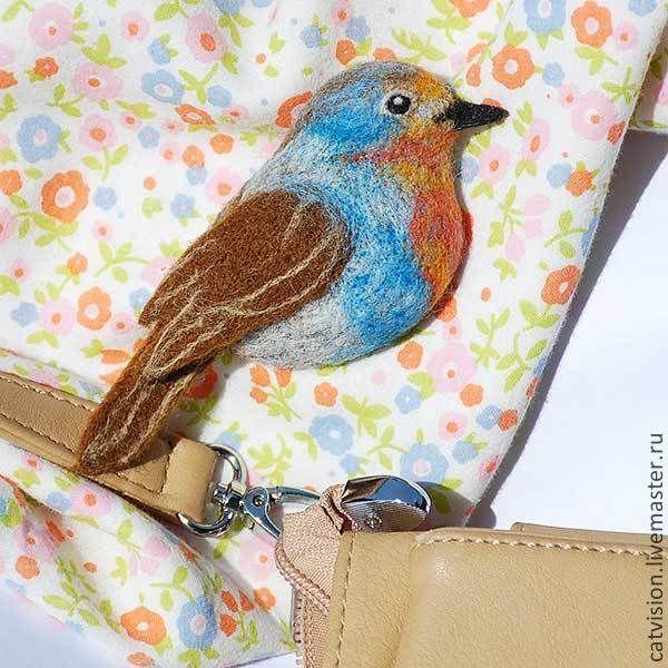 """Брошь войлочная """"Птичка-малиновка"""" - голубой,малиновка,птица,птица брошь"""
