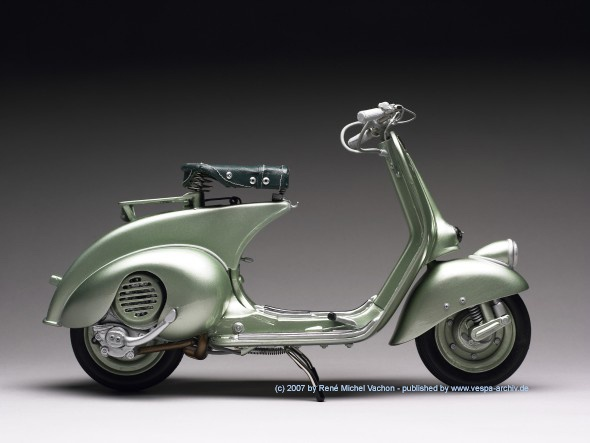 "1951 Vespa 125 ""Faro Basso"" ...this is actually a one-ff hand built scale model; amazing!"