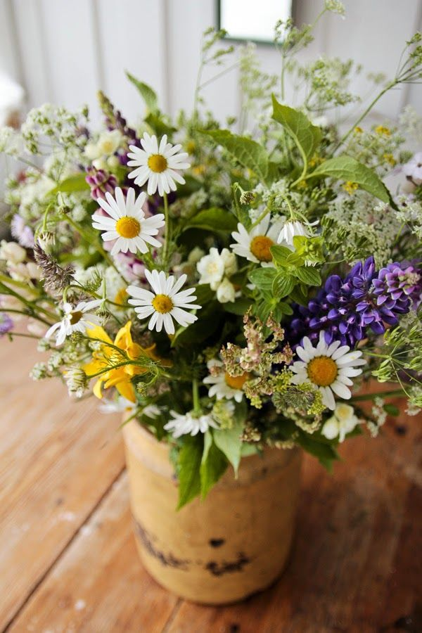 Vintage House: MIDSOMMAR  I will bring more flowers into my home