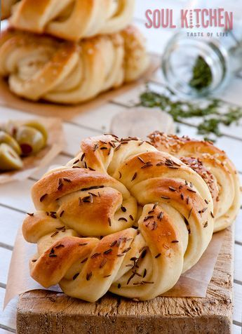 Twisted snail delicious buns from our little home bakery. Step by step recipe. #pastry