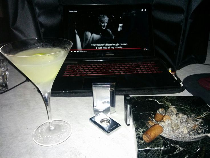 Daiquiri and Cohiba robusto.