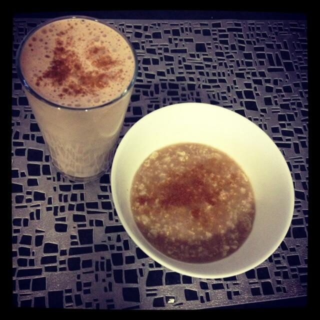 Sascha Barboza @Sascha Barboza  Avena cocida preparada con 1/4 taza de avena en hojuela+1 taza de agua y 1 whey protein= carbos+proteina  pic.twitter.com/FkWRRQPpEe
