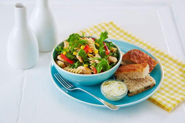 Pasta og ruccolsalat passer perfekt en dag du har dårlig tid og har lyst på noe lett og raskt til middag eller lunsj.