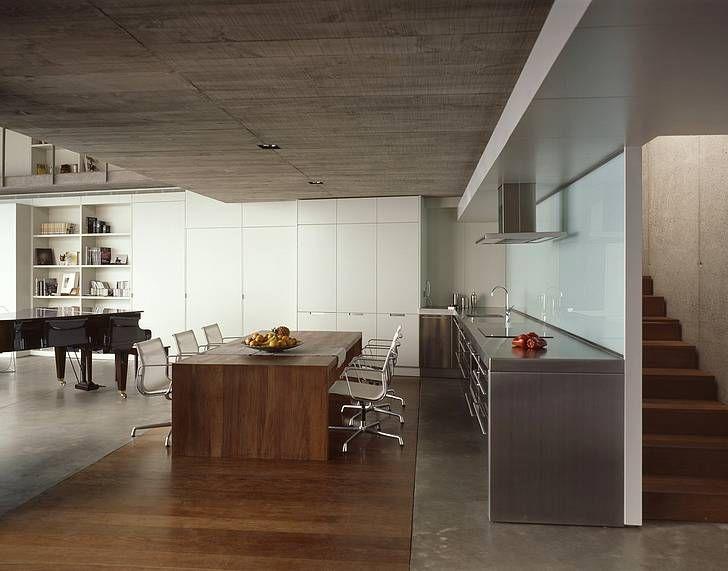 Plafond béton banché + parquet foncé. Casa en Tenerife. Corona y P. Amaral Arquitectos
