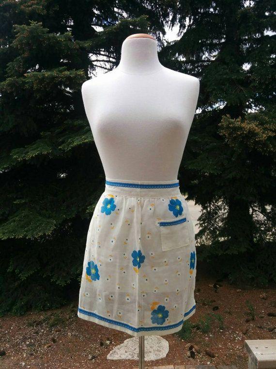 Check out this item in my Etsy shop https://www.etsy.com/listing/281450912/vintage-1970s-blue-white-yellow-flowers