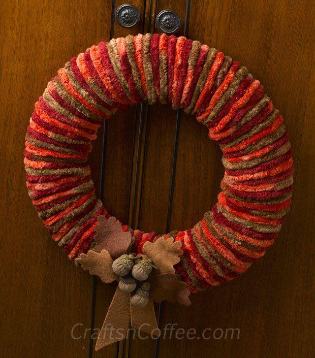 How to make a yarn wreath FAST with cozy, chenille yarn. Fall Wreath DIY on CraftsnCoffee.com.