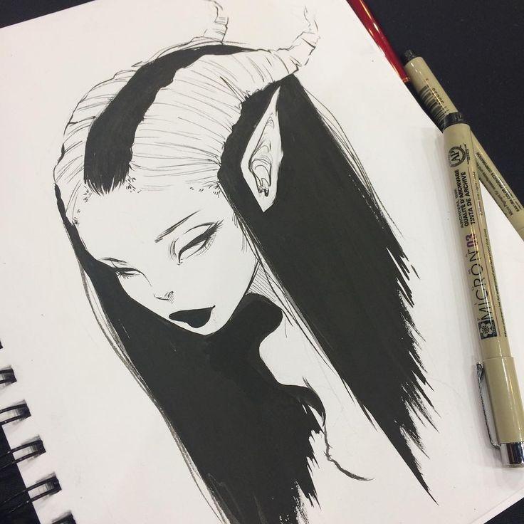 Dibujo a plumilla de mujer con cachos