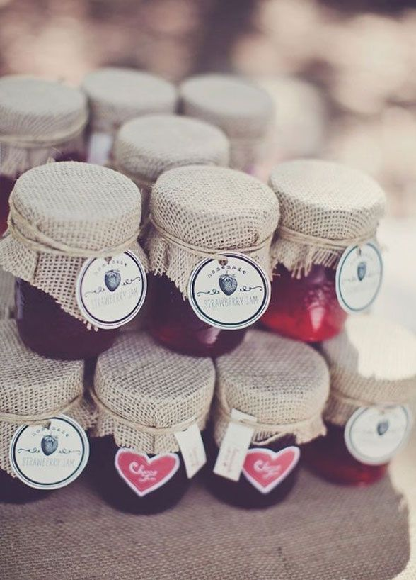 6. Your guests jammed with you all night at your wedding! Why not thank them with an adorable jar of homemade jam? Edible Wedding Favors