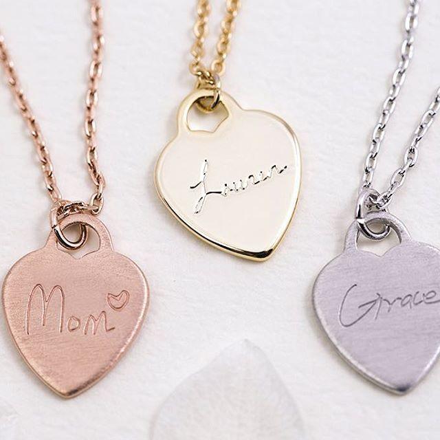 #lovemom   #happymothersday #giftforher #perfectgift #hearnecklace #love #heart #messagejewelry #lovefamily #namenecklace #instamom #handwriting #etsy #LUVINMARK