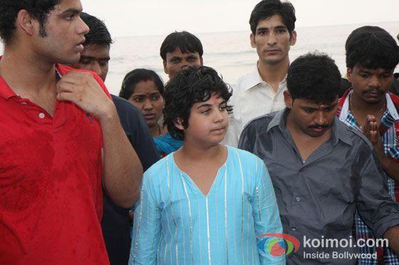 Akshay Kumar's son Aarav spotted at 'Ganpati Visarjan'