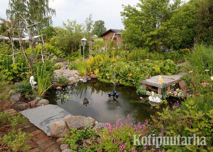 Monen haave on lampi puutarhassa. Pienikin on lampi on kiva lisä puutarhaan. www.kotipuutarha.fi