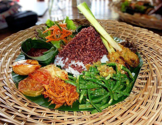 Az indonéz konyha és azok ízei elég összetett téma, így nagyon általánosságban, röviden összefoglaltam, mire lehet számítania egy turistának Indonéziába látogatva.