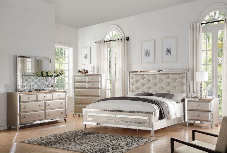 Voeville Platinum 4 Pcs Bedroom Sets Description : The Voeville collection will create a warmer and fresher environment in your master bedroom with the platinum finish.Designing with PU panel headboar