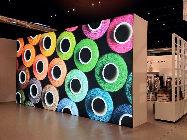 CMP - F.lli Campagnolo ha scelto il tessuto per l'allestimento del suo showroom, realizzato da ABS group. Uno spazio luminoso e di forte impatto visivo, suddiviso in tanti micro-ambienti quanti sono i marchi prodotti e frutto della combinazione di diversi elementi: pareti in tessuto attrezzate e retroilluminate, wall e lightbox. #paretiattrezzate #wall #lightbox #FlliCampagnolo