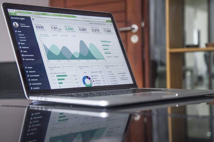 Eseguiamo accurate #indagini di #mercato, studiamo i #competitor e analizziamo i #dati al fine di strutturare un'efficace #piano di #marketing.
