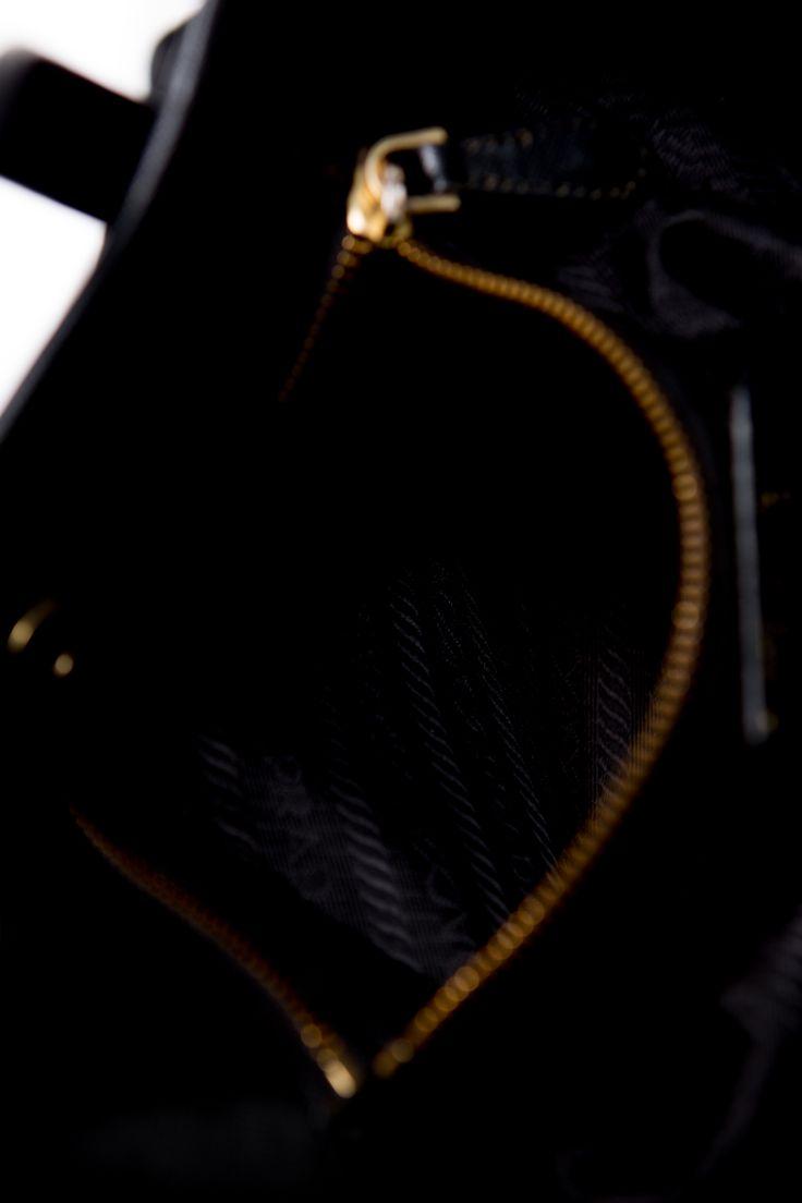 Prada-Tessuto-Nylon-Pebbled-leather-bag-crossbody-shopper #tote #Prada #Tessuto #leather #italy #ree #ship