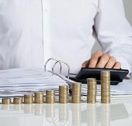 Mit der Umschuldung eines Ratenkredits oder einer Baufinanzierung können Sie bares Geld sparen.