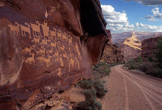 The Nine Mile Canyon in the Utah desert is the world's longest & oldest 'art gallery' - Outdoor Revival