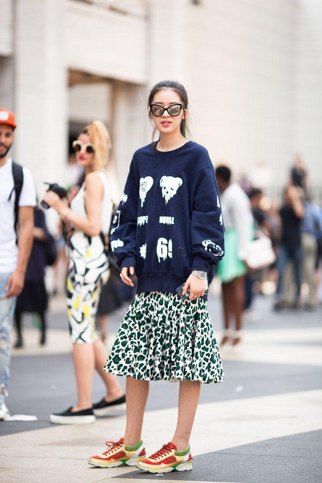 ストリートスナップニューヨーク - Irene Kimさんトップス: pushBUTTONスカート: pushBUTTONシューズ: CHANEL