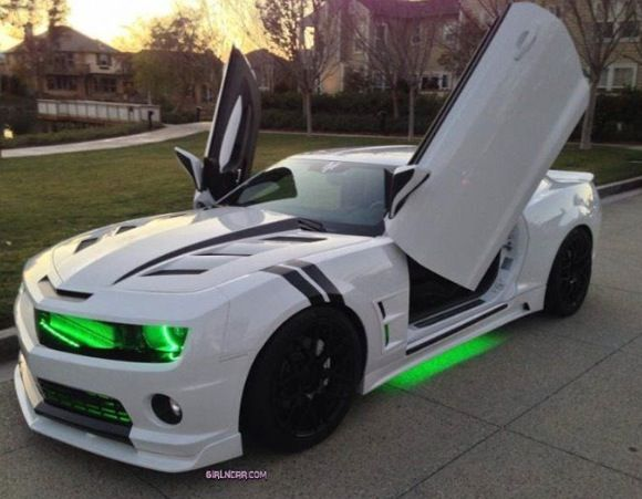 Sexy Camaro with butterfly/lambo doors