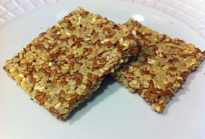 Rosemary Flax Crackers Ingredients: 1 cup raw flax seeds 4 cups raw sunflower seeds 1/4 cup raw sesame seeds 1 Tbsp. garlic powder 2 Tbsp. dried rosemary 1 teaspoon sea salt Black pepper, to taste Avocado, optional to use as the cracker's spread