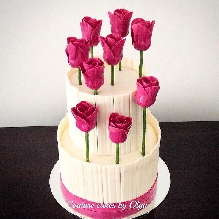 Tulips cake by Couturecakesbyolga