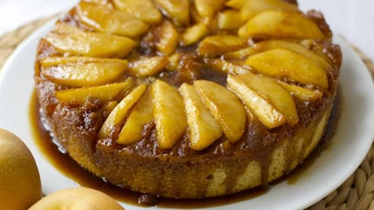 The Asian pear is delicious when it's fresh but it's also great for baking. This upside down cake is easy to make and is has a very beautiful presentation. The taste is delicate and cake itself is quite spongy. Perfect with a cup of coffee or to serve for brunch.